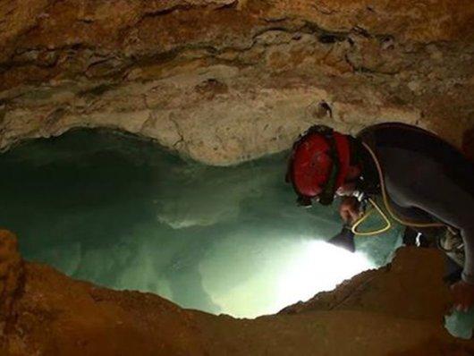 Cientistas escavam caverna de 5.5 milhões de anos que possui atmosfera e ecossistema próprios